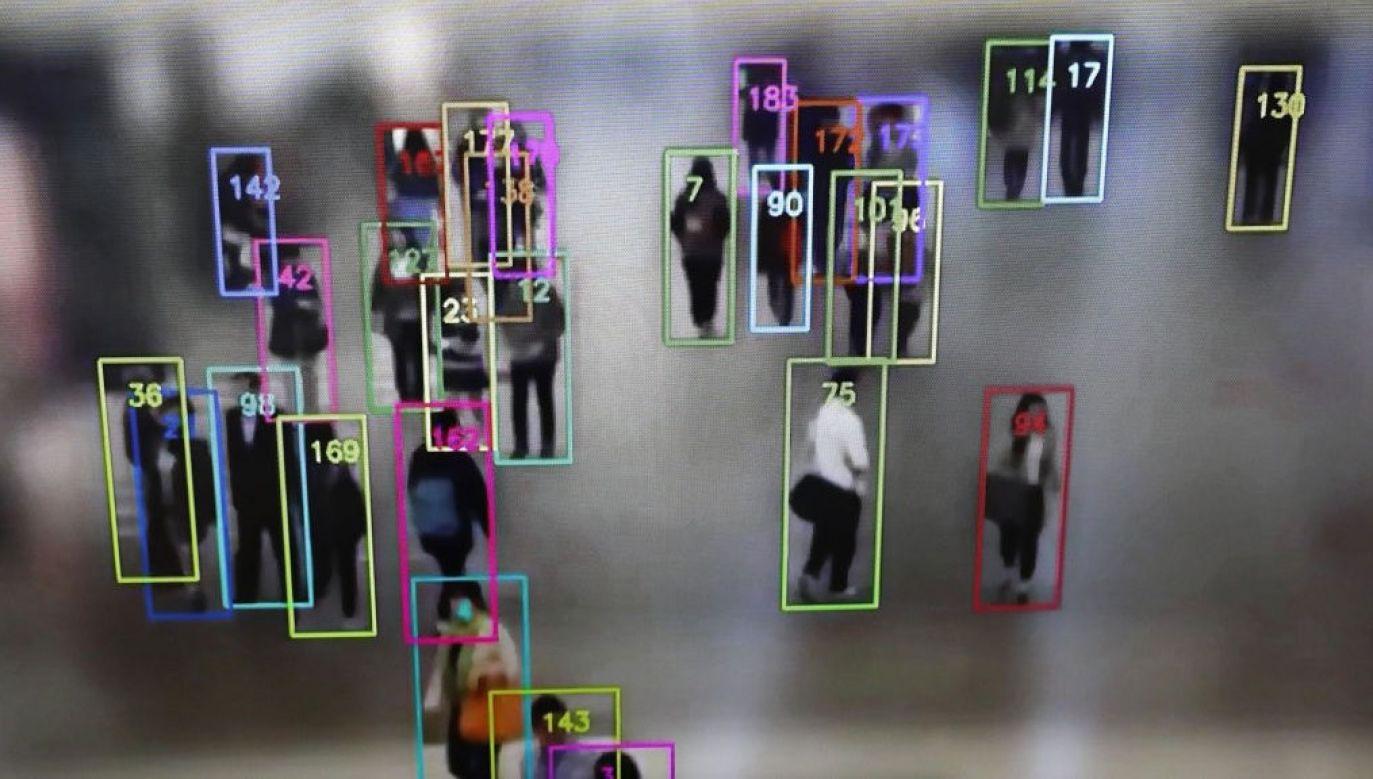Skoro tak wspaniale rozwinęliśmy się technologicznie, to dlaczego jesteśmy podobnie bezradni, jak kiedyś – wskazuje prof. Andrzej Zybertowicz (fot. Chung Sung-Jun/Getty Images)
