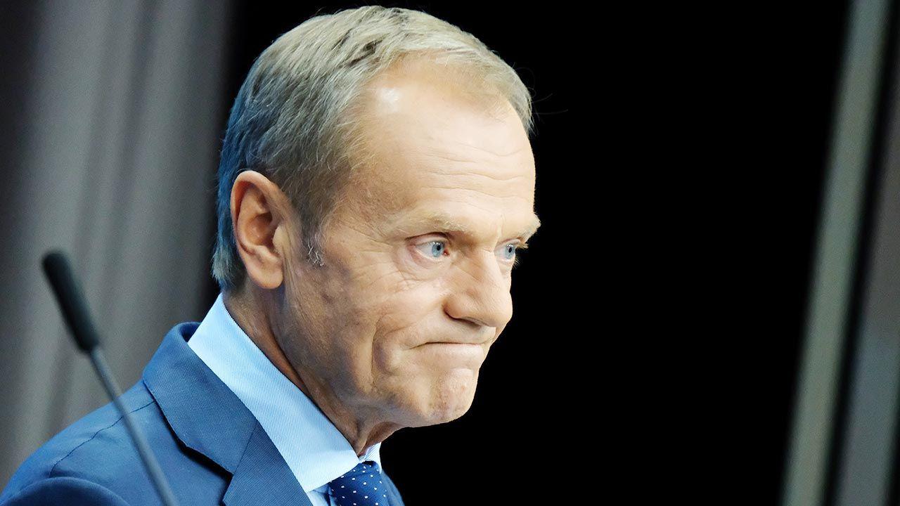 Premier Donald Tusk powiedział, że krzyż nie zniknął z jego domu (fot. Sean Gallup/Getty Images)