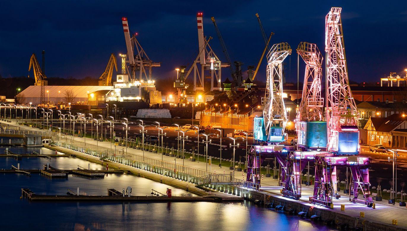 Pierwszy raz w historii polskich portów bariera 100 mln ton została przełamana w roku 2018 (fot. Shutterstock/Mike Mareen)