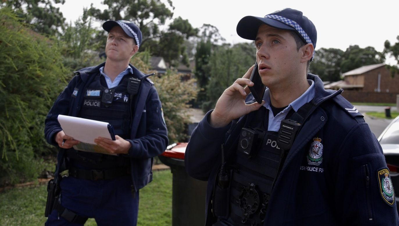Policjanci podkreślają, że zachowywanie dystansu jest kluczowe w walce z koronawirusem (fot. tt/@nswpolice)