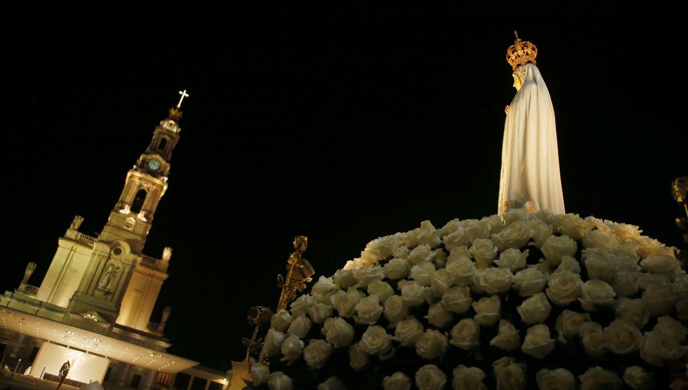 """""""Orędzie fatimskie jest wezwaniem do nawrócenia, zwłaszcza do podejmowania modlitwy różańcowej"""" (fot. Reuters/Pedro Nunes)"""