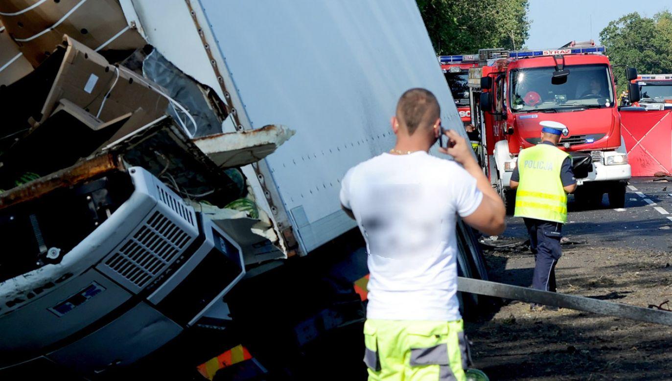 33 osoby zostały poszkodowane (fot. PAP/Marcin Bielecki, zdjęcie ilustracyjne)