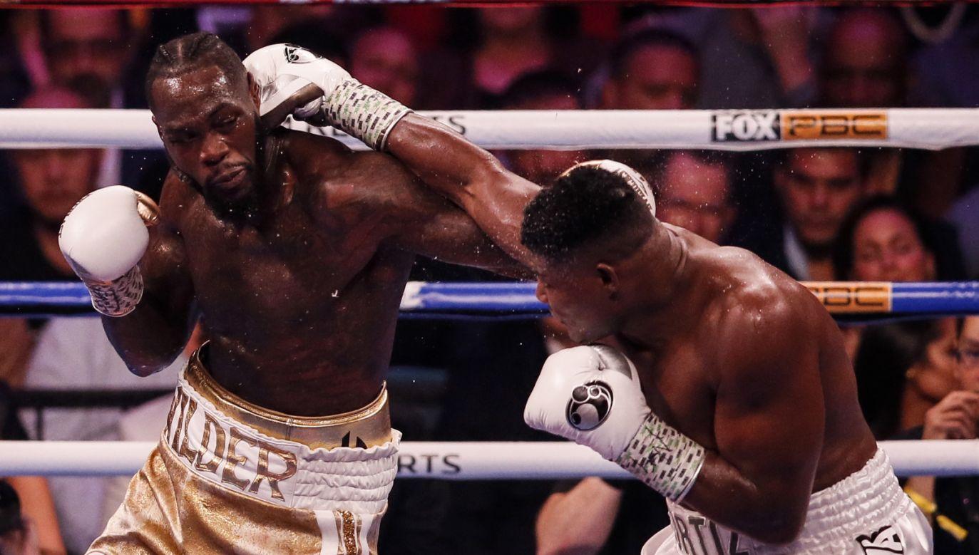 34-letni Amerykanin Deontay Wilder znów pokonał Kubańczyka Luisa Ortiza (fot. PAP/EPA/FRANCK BACHINI)