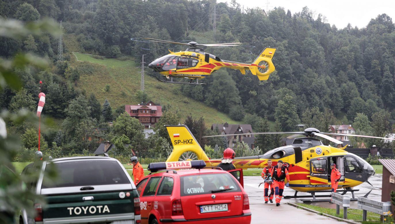 Na skutek czwartkowej burzy po polskiej stronie Tatr zginęły cztery osoby, wiele innych zostało rannych (fot. PAP/Grzegorz Momot)