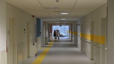 Wynagrodzenia rezydentów kształtowane są zależnie od roku odbywania specjalizacji i od dziedziny medycyny (zdjęcie ilustracyjne, fot. PAP/Jacek Turczyk)