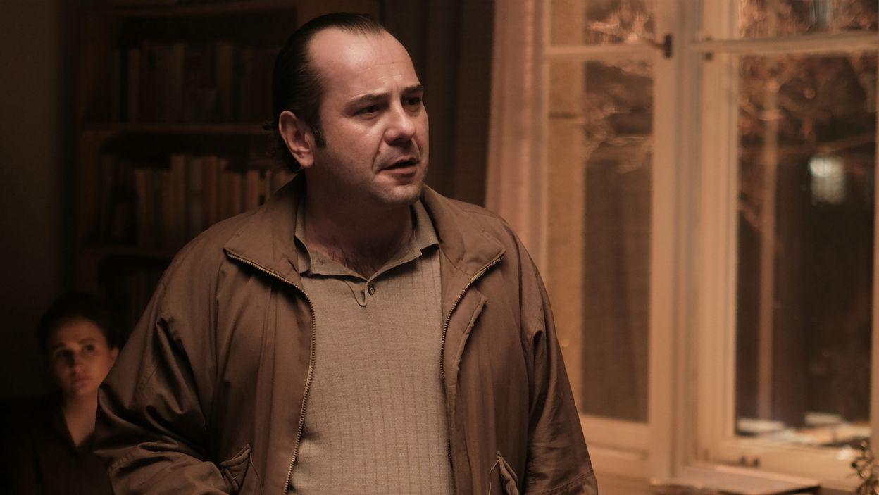 W filmie mamy też postać Jacka Kuronia, w którego wciela się Jakub Wieczorek (fot. materiały promocyjne)