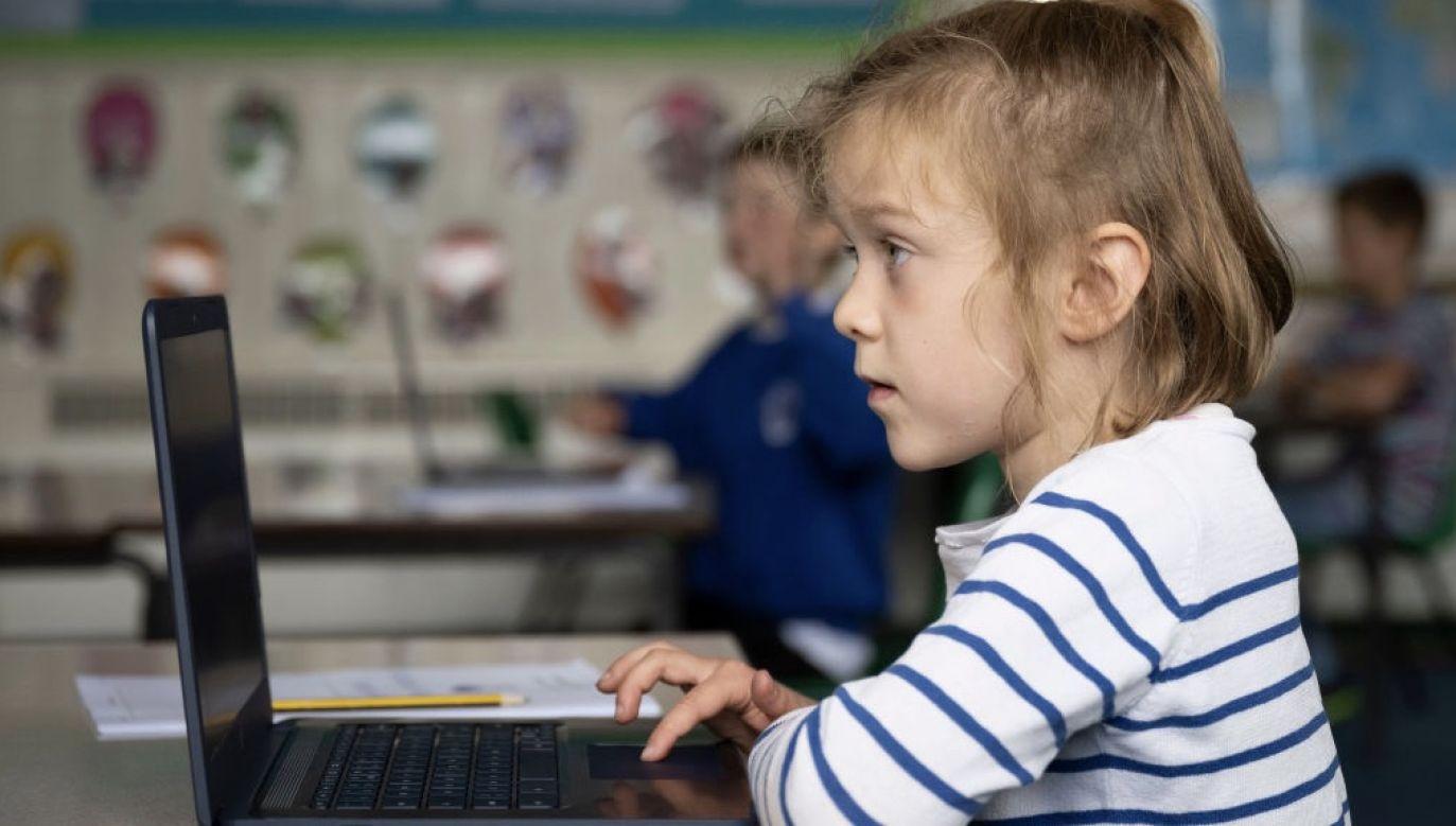 W środę uczniowie, rodzice i nauczyciele poznają szczegóły wymogów dotyczących funkcjonowania szkół od 1 września w dobie koronawirusa (fot. Matthew Horwood/Getty Images)