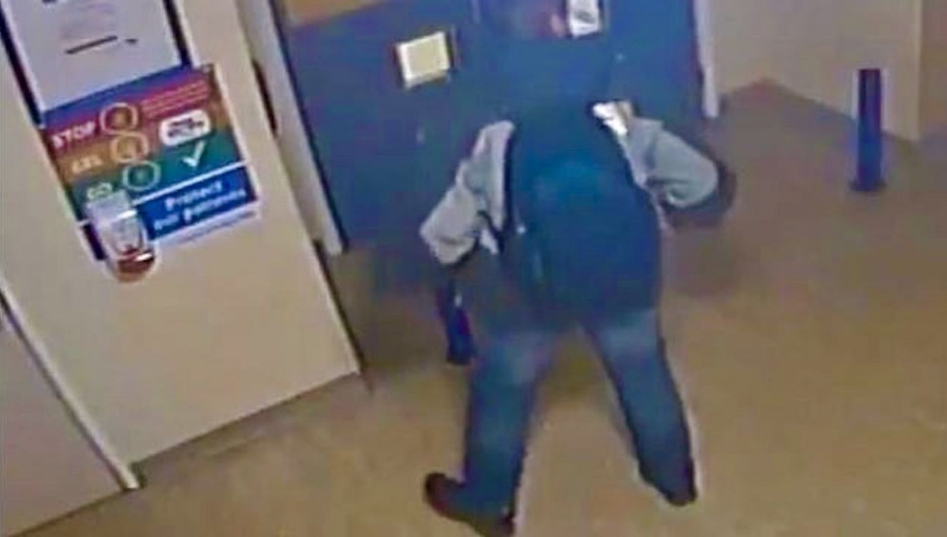 Podczas epidemii koronawirusa ukradł dezynfektor w szpitalu (fot. CCTV)