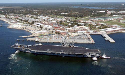 (fot. U.S. Navy/Patrick Nichols/Handout via REUTERS)