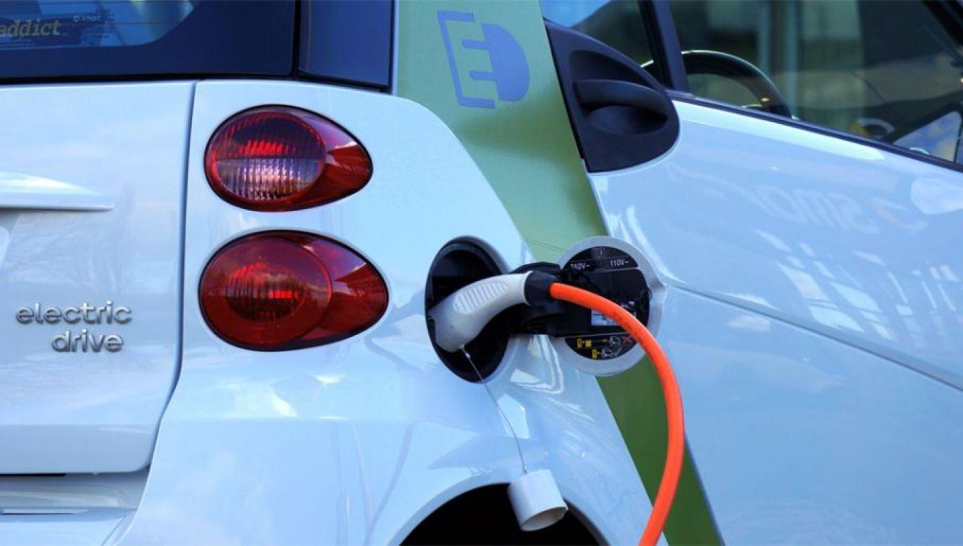 Wciąż kuleje infrastruktura ładowania elektrycznych pojazdów (fot. Pexels)
