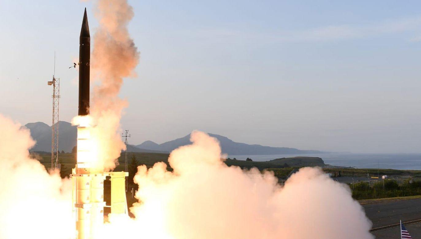 """Zdaniem rzecznika MSZ socjalistycznej Korei test rakiety oraz plany rozmieszczenia ofensywnego sprzętu wojskowego wokół Półwyspu Koreańskiego są """"niebezpiecznymi"""" ruchami (fot. REUTERS)"""