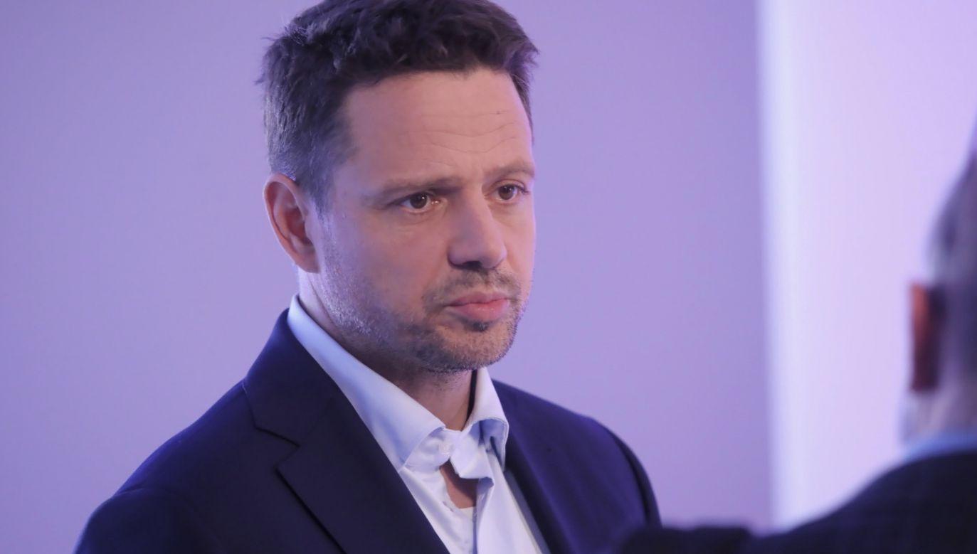 Rafał Trzaskowski jest krytykowany za reakcję na nielegalną zbiórkę podpisów poparcia dla jego kandydatury (fot. PAP/Wojciech Olkuśnik)