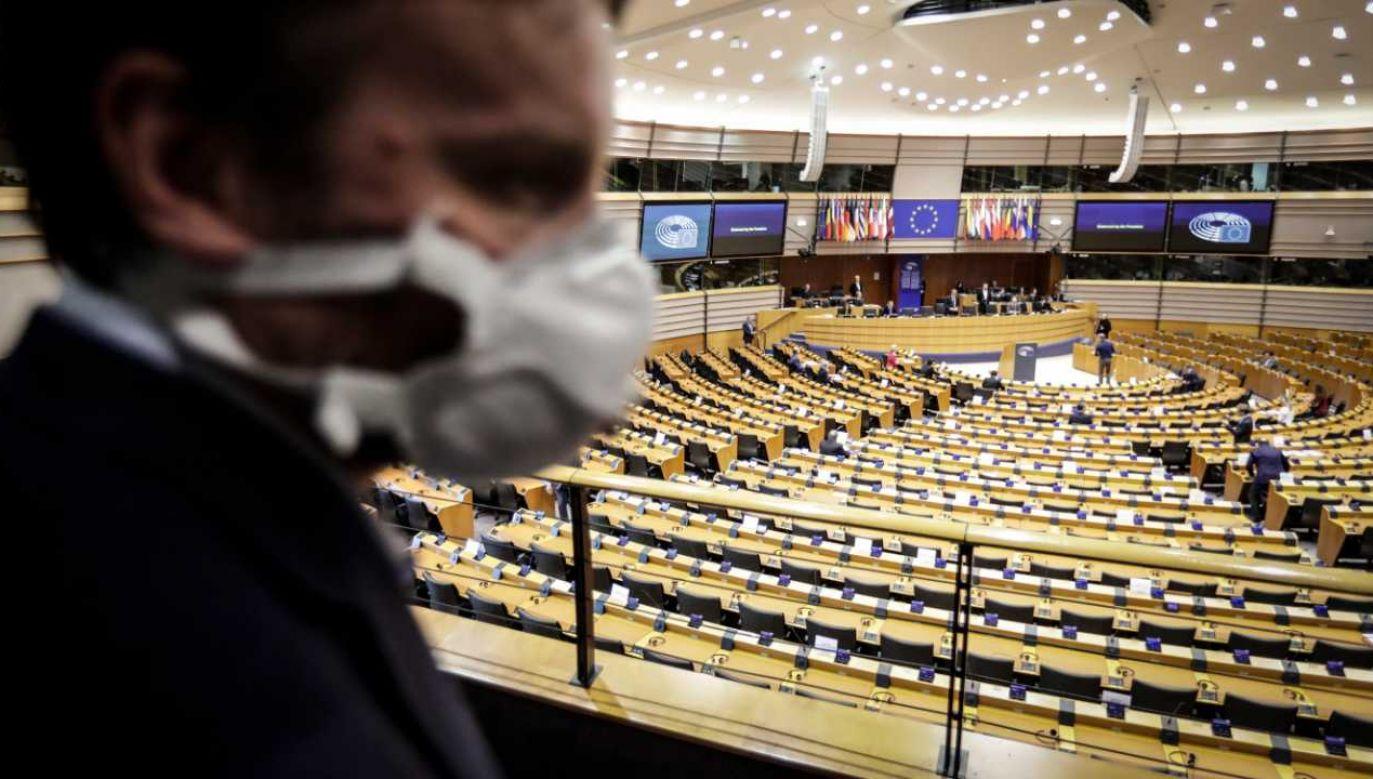 Unia Europejska stoi w obliczu kryzysu (fot. PAP/EPA/OLIVIER HOSLET)