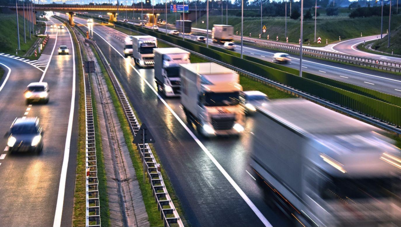 W Polsce zarejestrowano w lutym br. 2884 nowych ciężarówek, vanów i autobusów  (fot. Shutterstock/monticello)