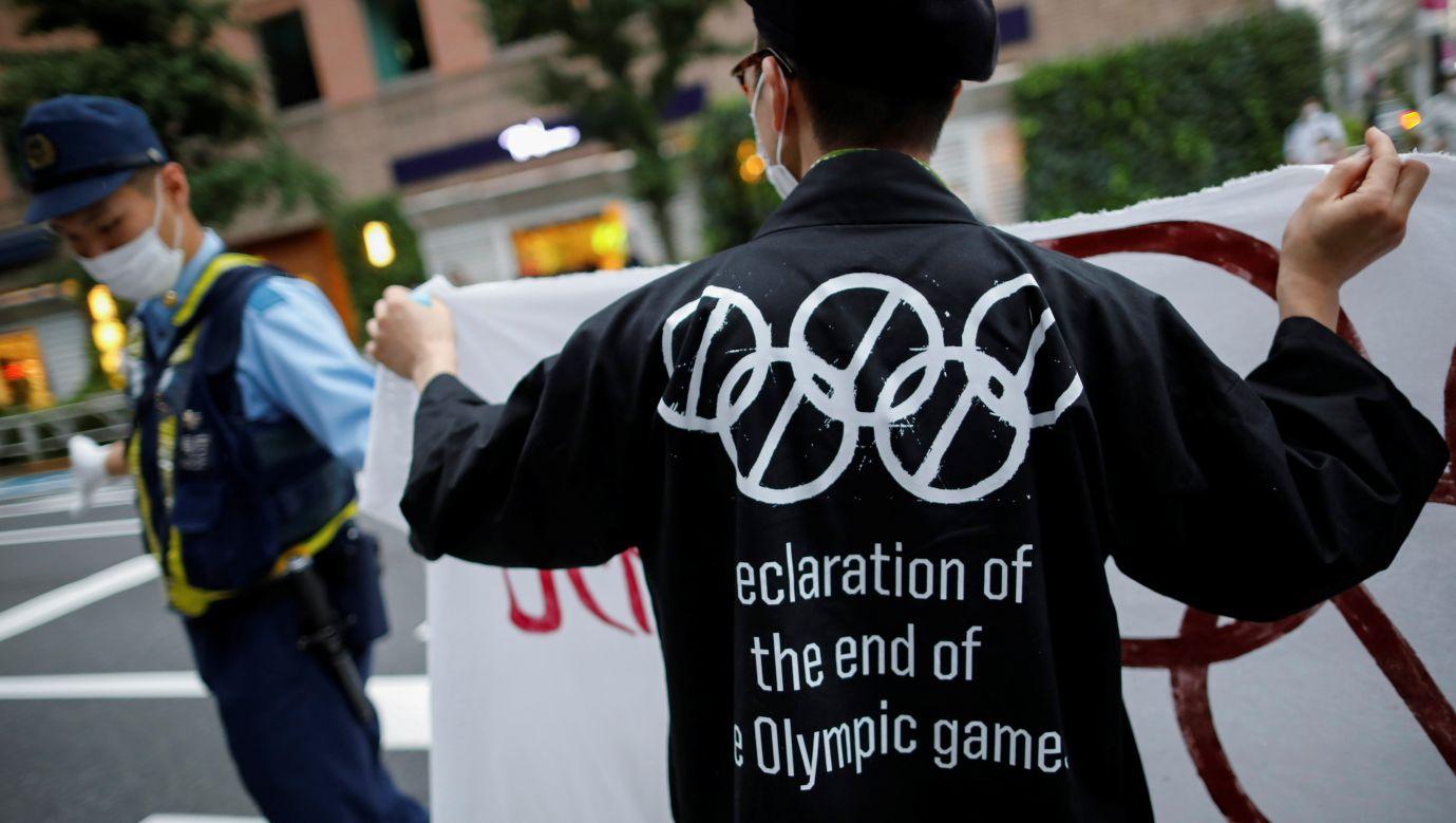 W Japonii odbywają się regularnie demonstracje przeciwko organizowaniu w tym kraju igrzysk olimpijskich. Na zdjęciu pikieta 24 lipca 2020. Fot. REUTERS/Issei Kato