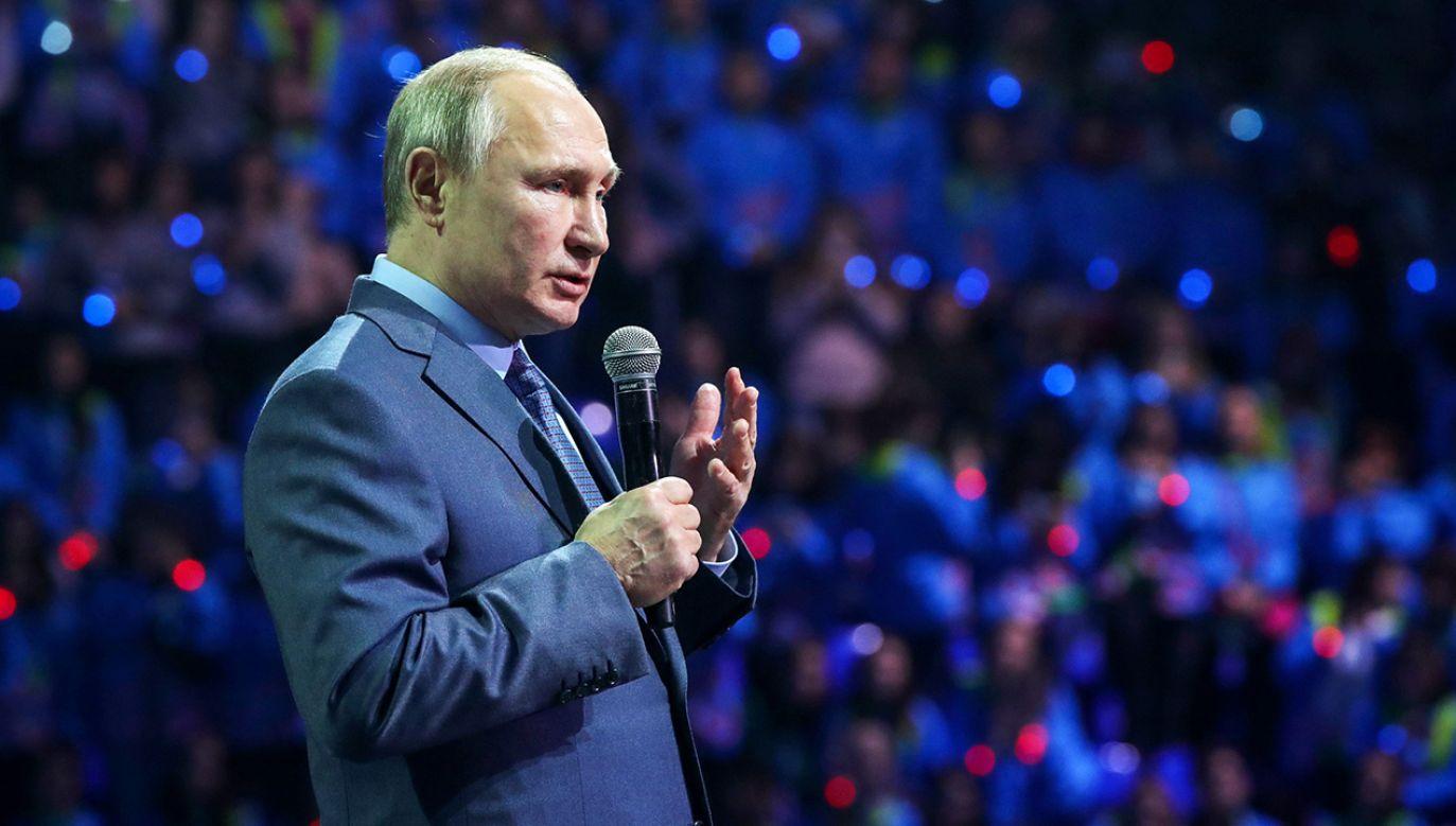 Deputowany do rosyjskiej Dumy wierzy w sprawczą moc Władimira Putina (fot. Mikhail Klimentyev\TASS via Getty Images)