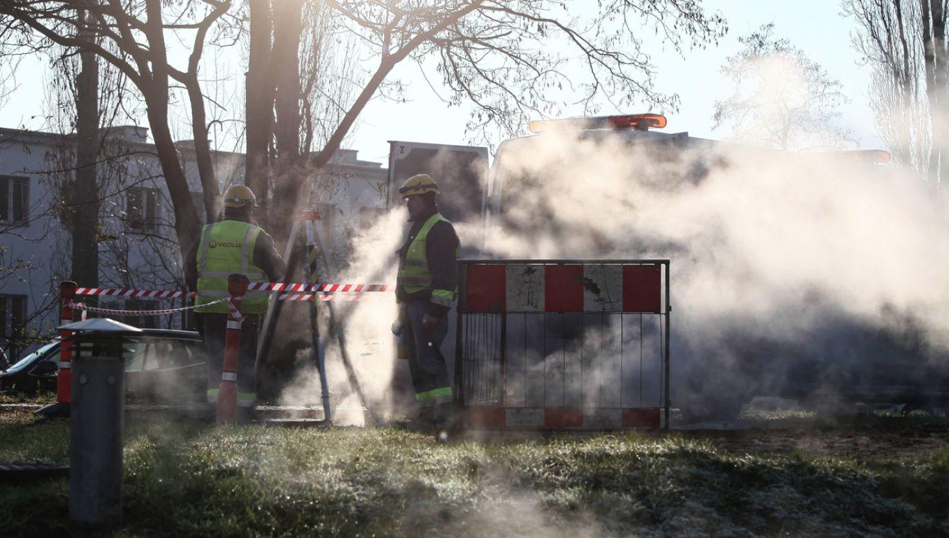 Awaria sieci ciepłowniczej w rejonie ulicy Powsińskiej w Warszawie 11 grudnia 2019r. (zdjęcie ilustracyjne) (fot. arch PAP/Mateu