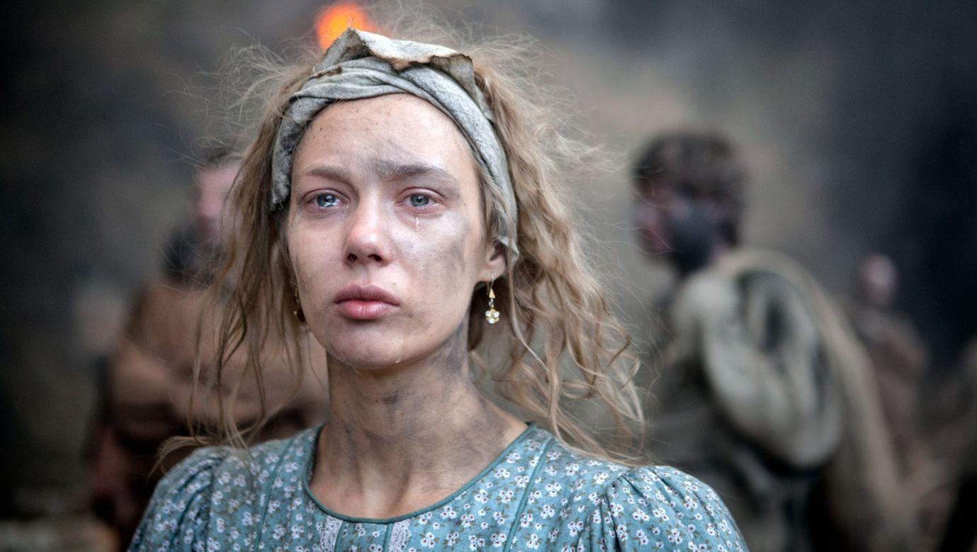 """Wierni widzowie """"Ceny wolności"""" śledzą losy głównej bohaterki i współczują jej z powodu wielu niesprawiedliwości, jakich doświadcza, trzymając kciuki za szczęśliwy finał miłosnego wątku. Fot. materiały TVP"""