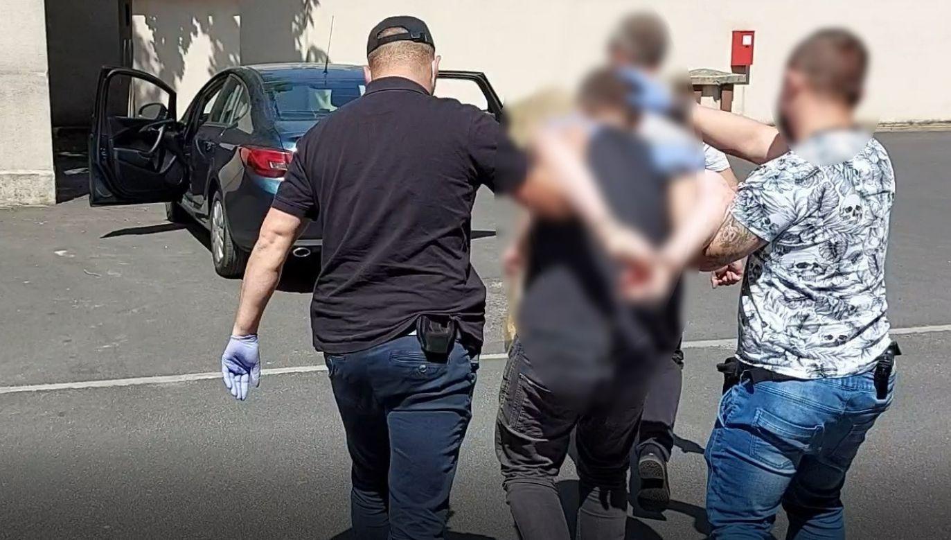 Filmowcy byli zaskoczeni pojawieniem się u nich policjantów z nakazami zatrzymania (fot. wielkopolska.policja.gov.pl)