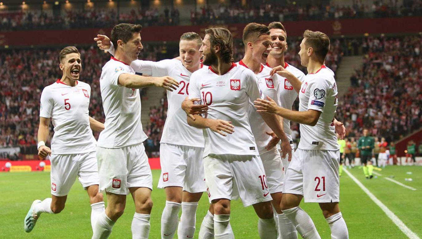 Od czasu poprzedniego notowania polscy piłkarze wygrali dwa mecze eliminacji mistrzostw Europy (fot. PAP/Leszek Szymański)