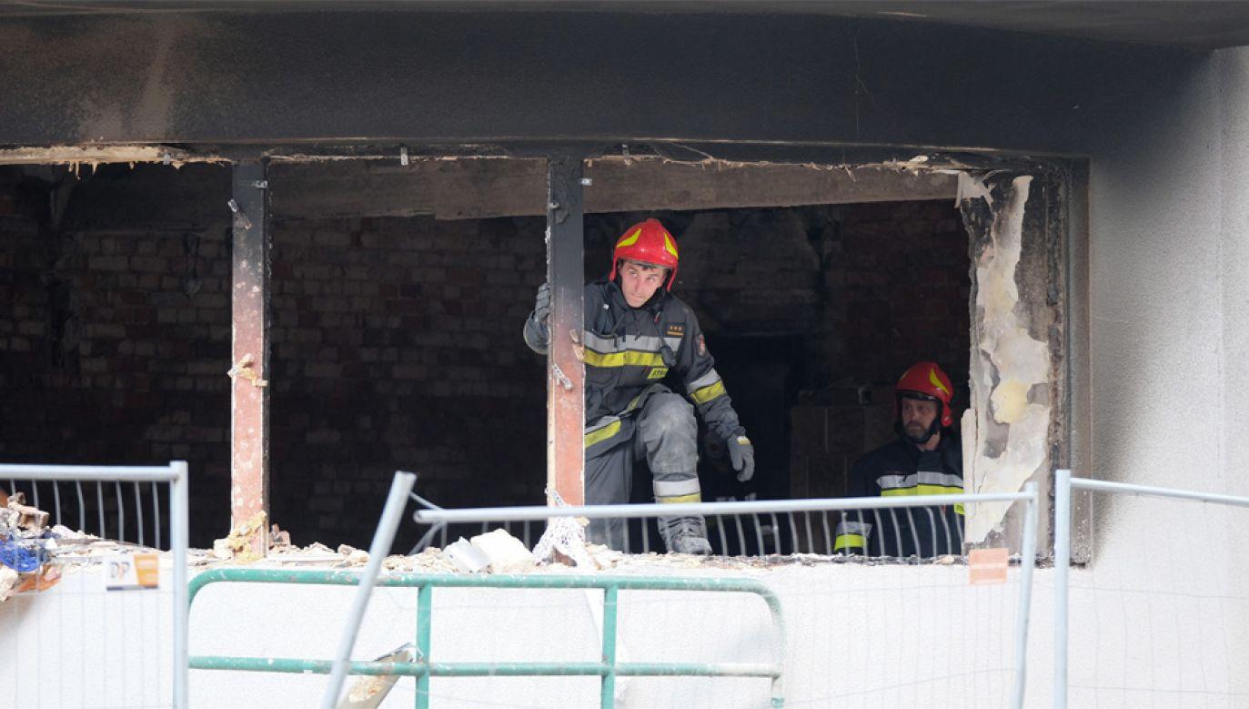 Na miejscu pracuje 31 zastępów straży pożarnej (fot. PAP/Hanna Bardo)