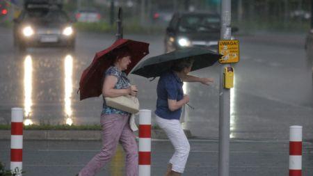 Ostrzeżenia przed upałami i burzami (fot. PAP)