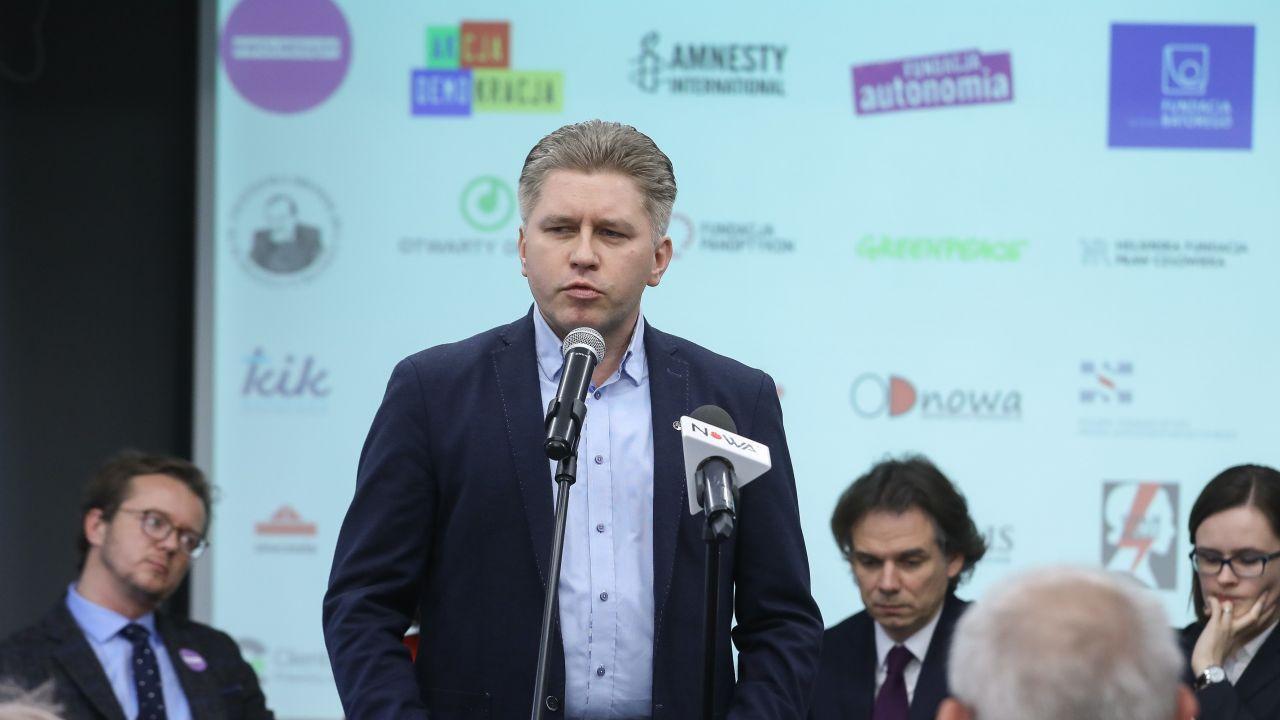 Znany z niechęci do rządu konstytucjonalista podkreśla, że Michał Sz. złamał prawo (fot. arch. PAP/Rafał Guz)