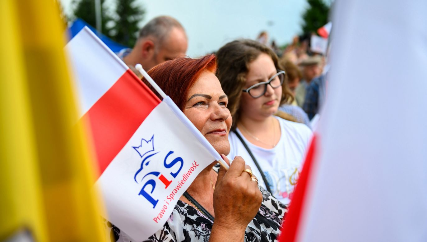 """""""Kandydaci PiS będą się spotykać z wyborcami i zabiegać o poparcie"""" (fot. PAP/Paweł Topolski)"""