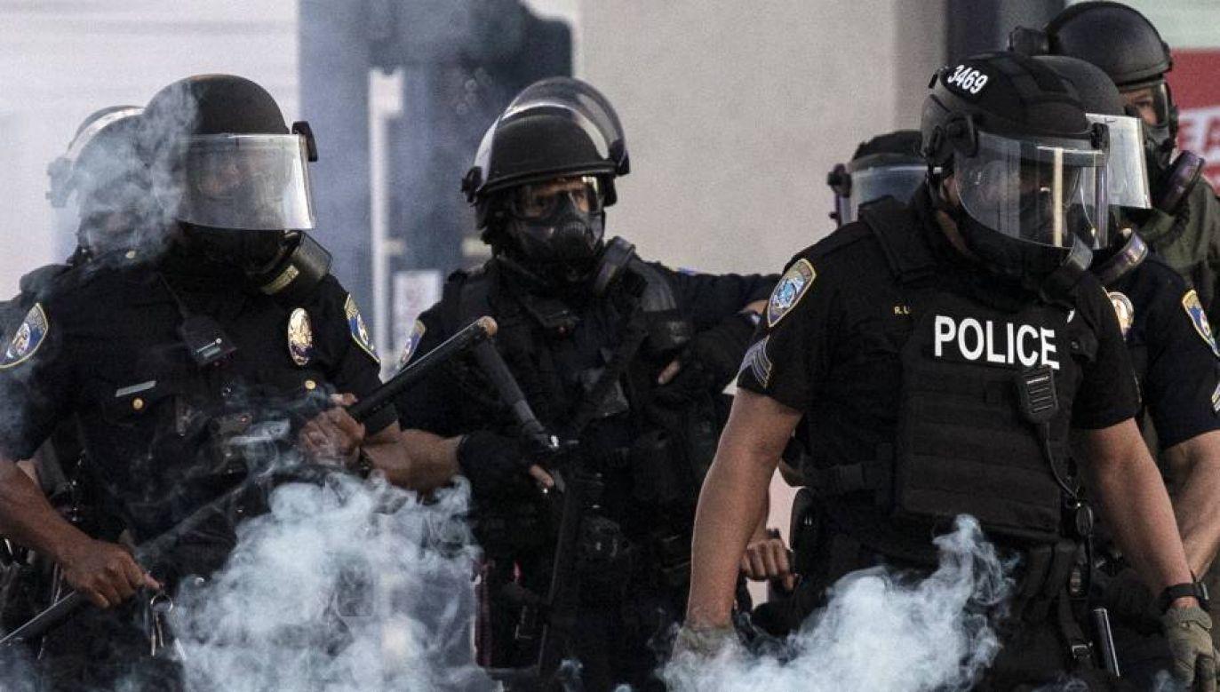 Przez USA przetacza się fala protestów i zamieszek (fot. PAP/EPA/ETIENNE LAURENT)