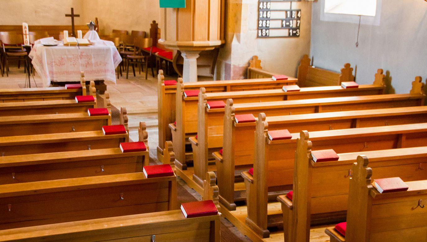 Sulejówek. Z kościoła zniknęły m.in. pieniądze i pozłacany kielich (fot. Shutterstock/Little Adventures, zdjęcie ilustracyjne)