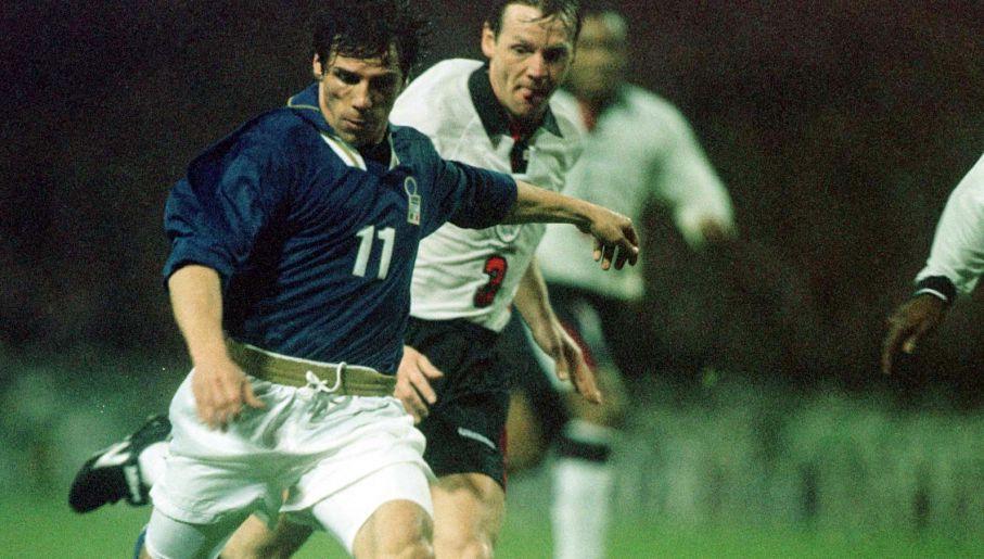 Gianfranco Zola strzelił Anglikom pamiętnego gola na Wembley (fot. Getty)