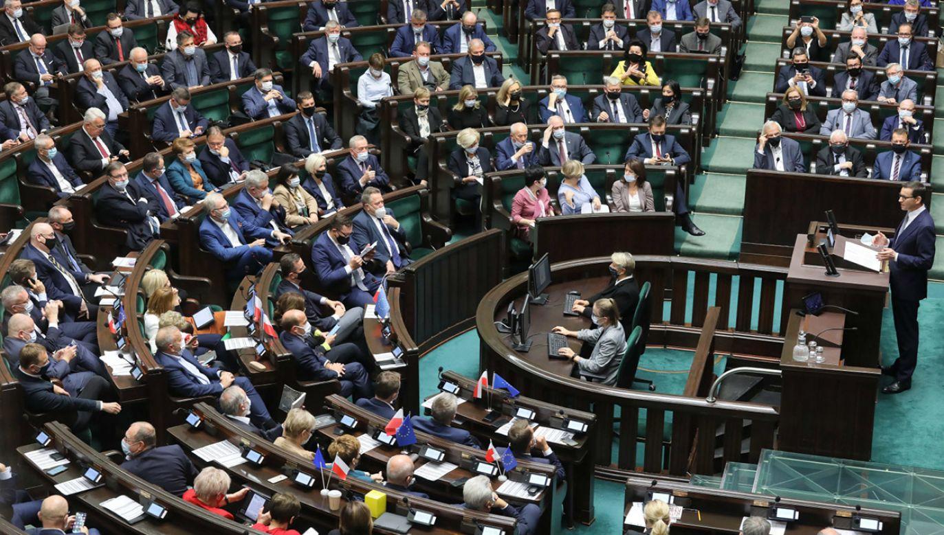 PiS niezmiennie liderem (fot. PAP/Paweł Supernak)