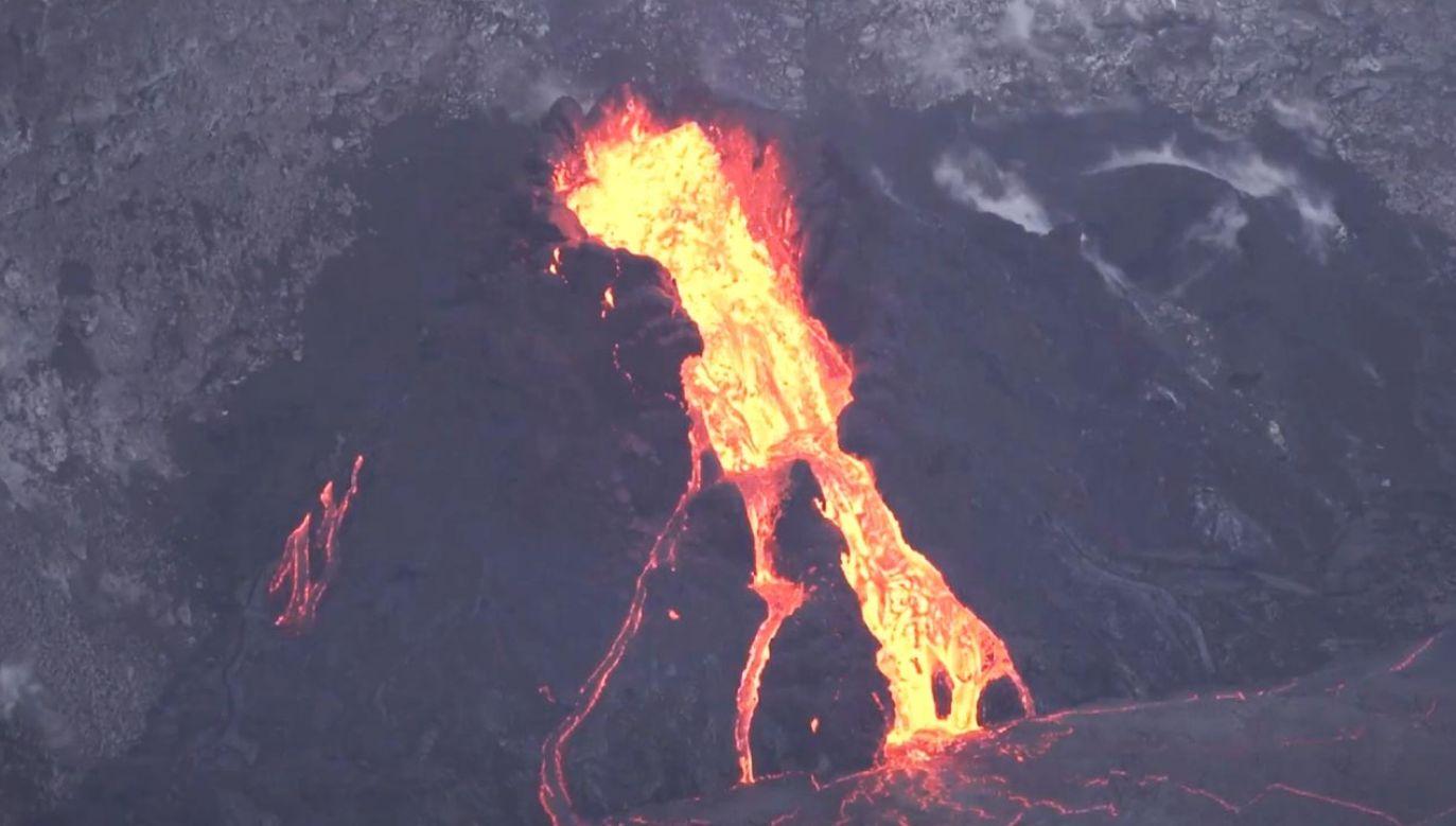 Do wzrostu aktywności wulkanu dochodziło w zachodniej szczelinie w kraterze Halemaʻumaʻu (fot. EBU/USGS)
