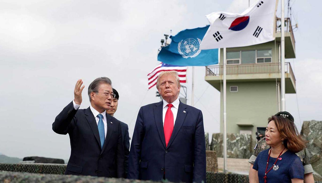 Prezydent USA Donald Trump spotkał się z przywódcą Korei Płółnocnej Kim Dzong Unem w strefie zdemilitaryzowanej na granicy między dwiema Koreami (fot. Chung Sung-Jun/Getty Images)