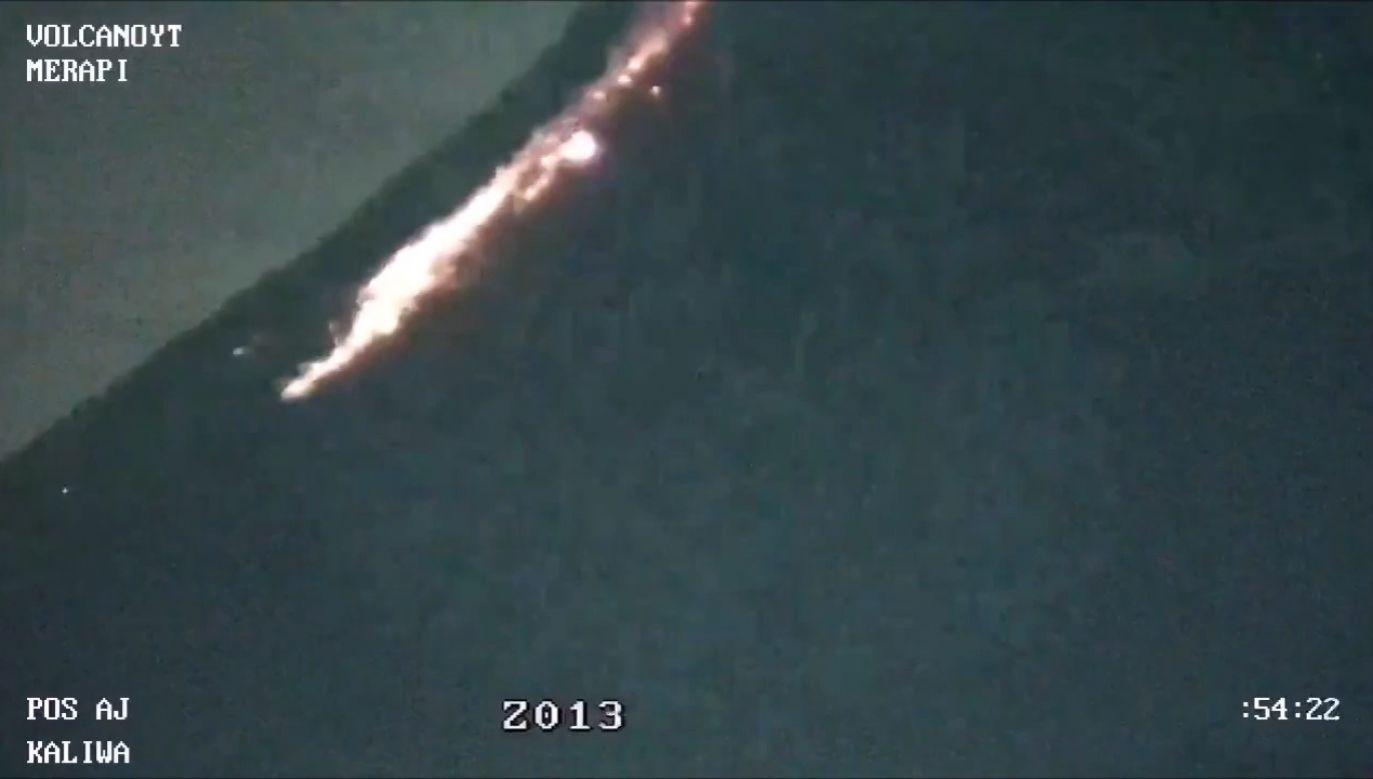 Lawa wypłynęła z krateru wulkanu Merapi (fot. EBU/VolcanoYT)