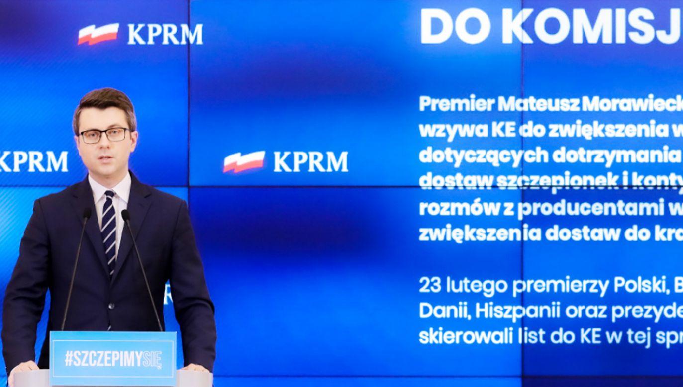 W tej chwili sprawy związane ze szczepionkami mają szczególny priorytet – wyjaśniał Piotr Müller (fot. Adam Guz/KPRM)