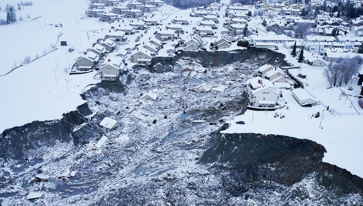 Osunięcie ziemi w Ask w Norwegii (fot. PAP/EPA/GORM KALLESTAD)