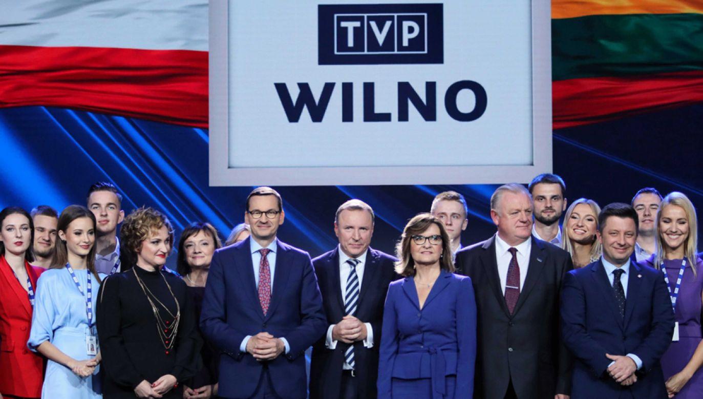 Premier Mateusz Morawiecki i prezes TVP Jacek Kurski podczas inauguracji kanału TVP Wilno (fot. PAP/Leszek Szymański)