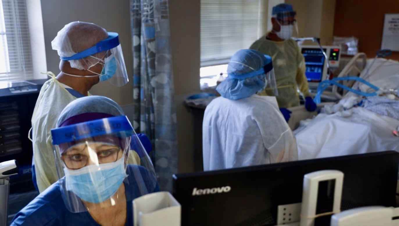 Śmiertelność chorych leczonych na oddziałach intensywnej terapii znacząco spadła (fot. Jeffrey Basinger/Newsday via Getty Images)