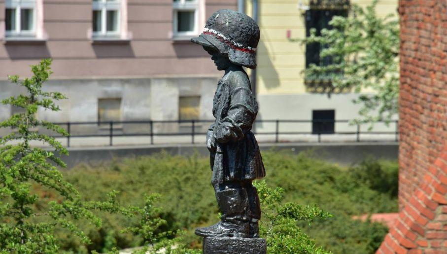 Pomnik Małego Powstańca upamiętnia ofiarę najmłodszych uczestników zrywu (fot. Wiki 3.0/Adrian Grycuk)