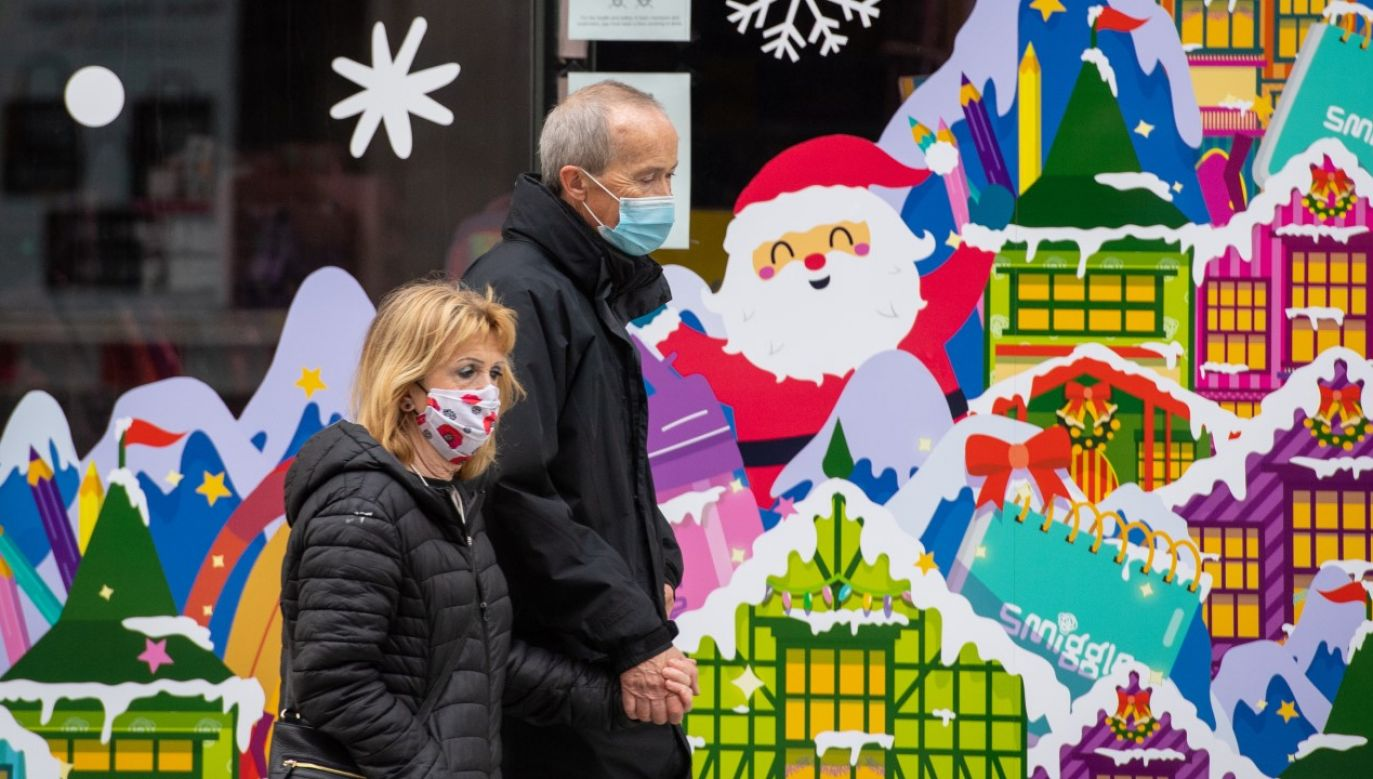 Brytyjski rząd planuje poluzowanie restrykcji na okres Bożego Narodzenia (fot. Dominic Lipinski/PA Images via Getty Images)