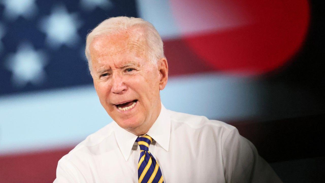 Prezydent USA Joe Biden chce by amerykanie dostawali 100 dolarów za zaszczepienie (fot. Michael M. Santiago/Getty Images)