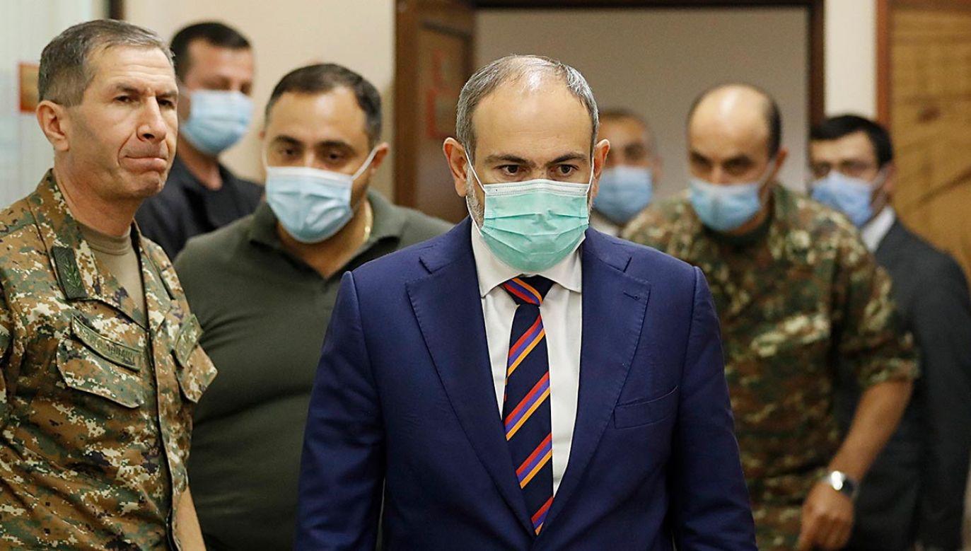 Już czwarty dzień trwają starcia między siłami Armenii i Azerbejdżanu o Górski Karabach (fot. PAP/EPA/ARMENIAN GOVERNMENT PRESS OFFICE / HANDOUT)