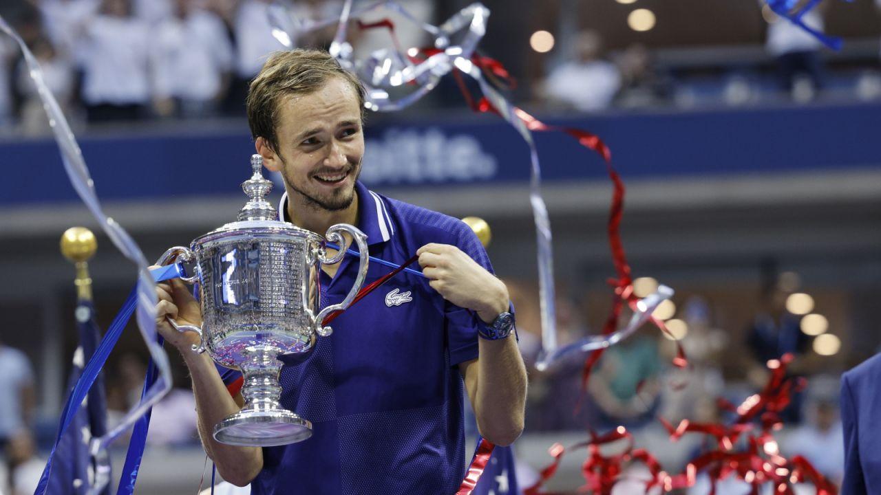 Daniił Miedwiediew pokonał Serba Novaka Djokovica (fot. PAP/EPA)