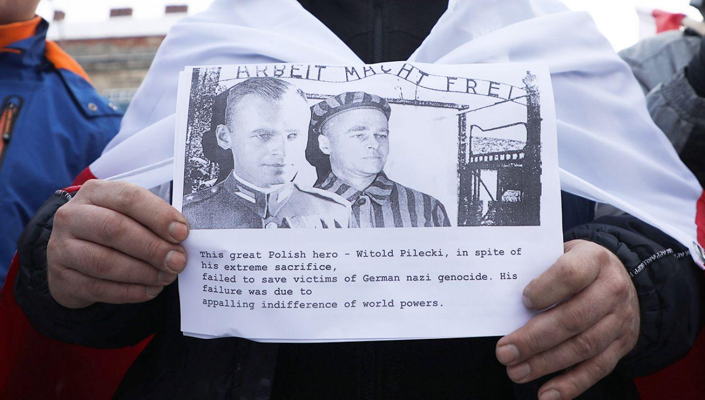 """""""Ta zdumiewająca opowieść o Witoldzie Pileckim"""" (fot. Beata Zawrzel/NurPhoto via Getty Images)"""