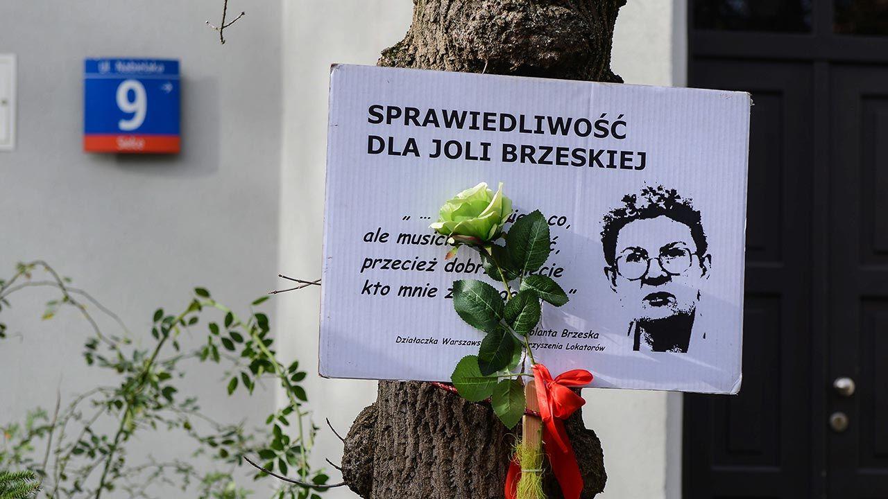 Jolanta Brzeska broniła ofiar dzikiej reprywatyzacji w Warszawie (fot. PAP/Jakub Kamiński)