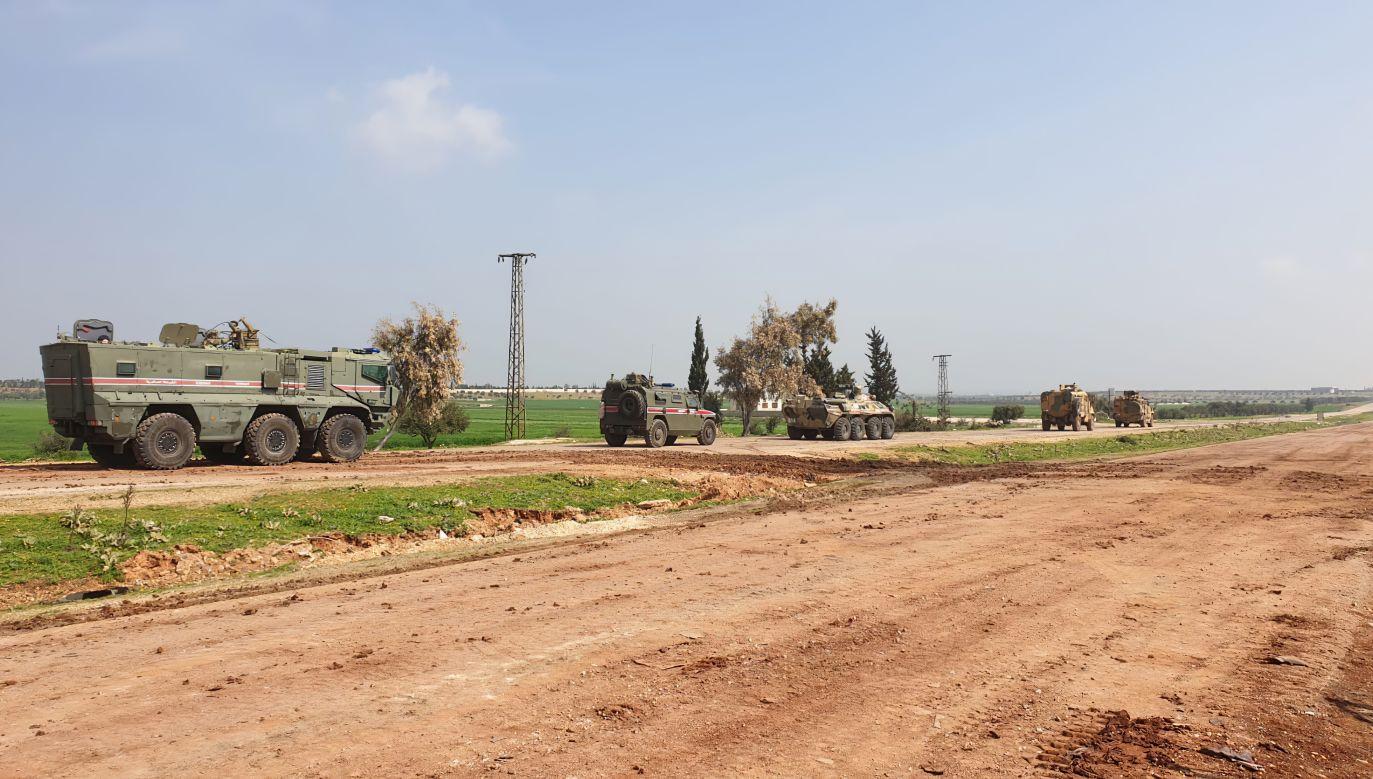 Wojska rosyjskie i tureckie podczas wspólnego patrolowania terenów w północnej Syrii (fot. Getty)