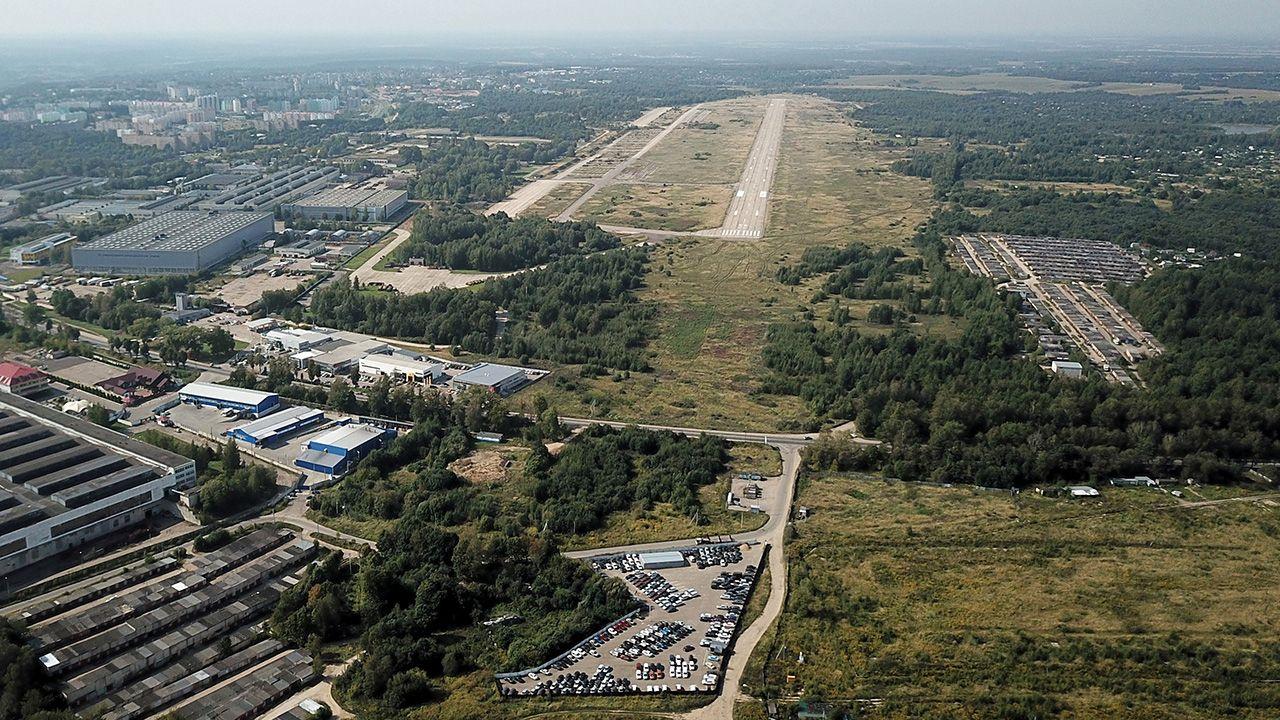 Polscy prokuratorzy spędzili w Smoleńsku pięć dni, badając szczątki Tu-154M (fot. PAP/Wojciech Pacewicz)