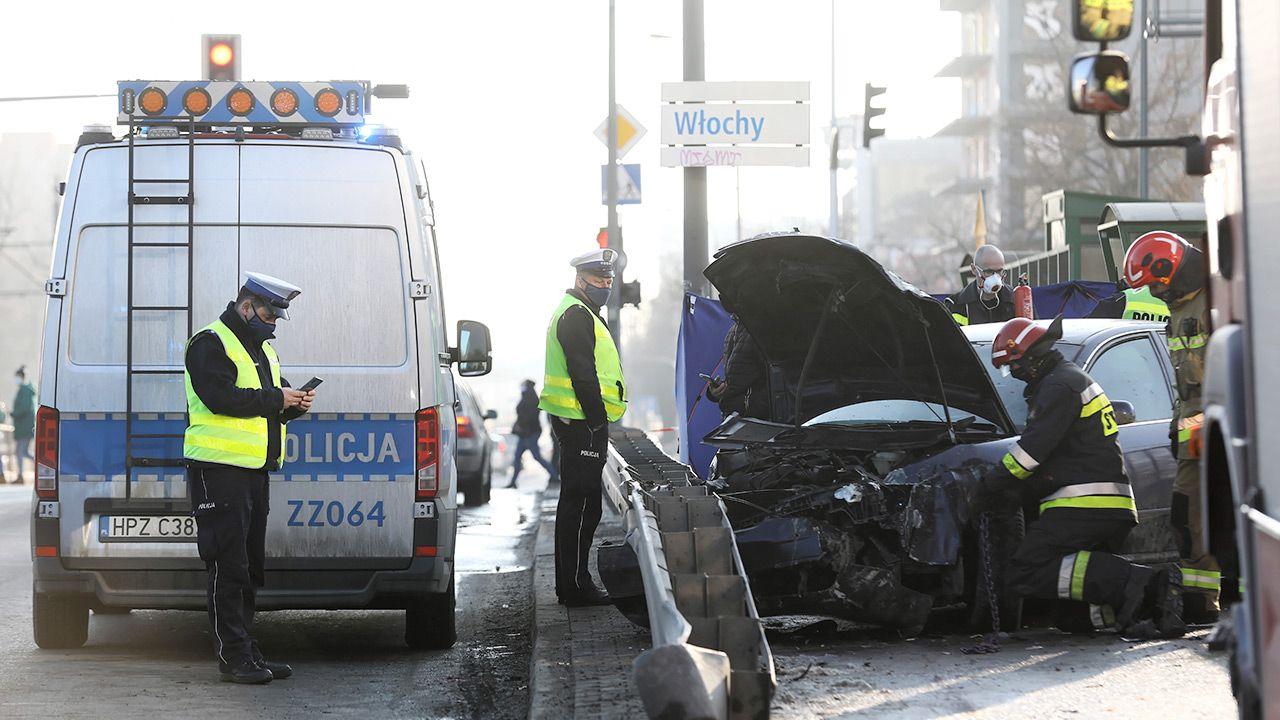 Policjanci szukają świadków tragicznego wypadku na ul. Grójeckiej (fot. PAP/Rafał Guz)
