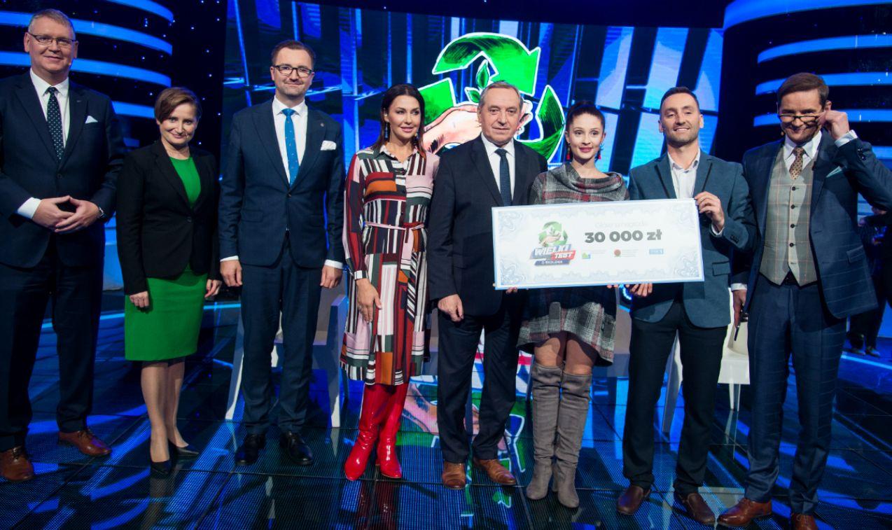 Na te i wiele innych pytań najlepiej odpowiadali Anna Matysiak i Michał Ligocki. Główną nagrodę – 30 00 tysięcy złotych – zwycięzcy postanowili przeznaczyć na wsparcie fundacji Kamili Skolimowskiej (fot. J. Bogacz/TVP)